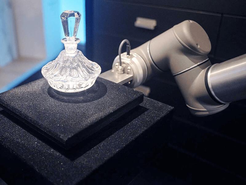 Robocase: een interactieve vitrine van Bruns & Kiss the Frog