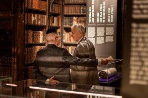 Heilige Plaatsen, Heilige Boeken